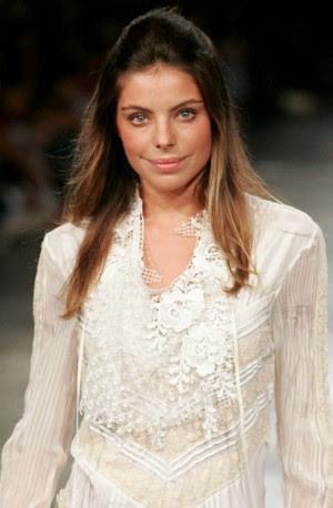 A modelo Daniela Cicarelli desfila durante a São Paulo Fashion Week em 2005 (Foto: Filipe Araújo/Estadão Conteúdo)