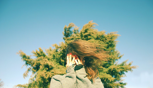 LE LOVE BLOG PHOTO GIRL COVERING HER FACE SAYING GOODBYE TO FIRST LOVE agosto by aN ACciDenT, on Flickr