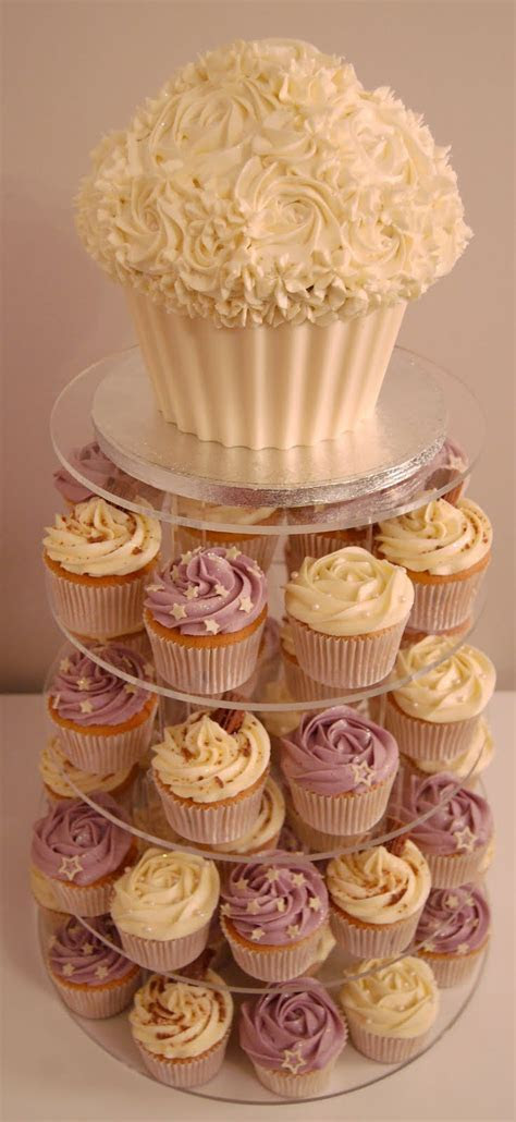 25  best ideas about Cupcake Towers on Pinterest   Wedding