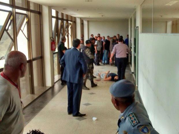 Homem foi baleado no Fórum de São Luís (Foto: Reprodução)