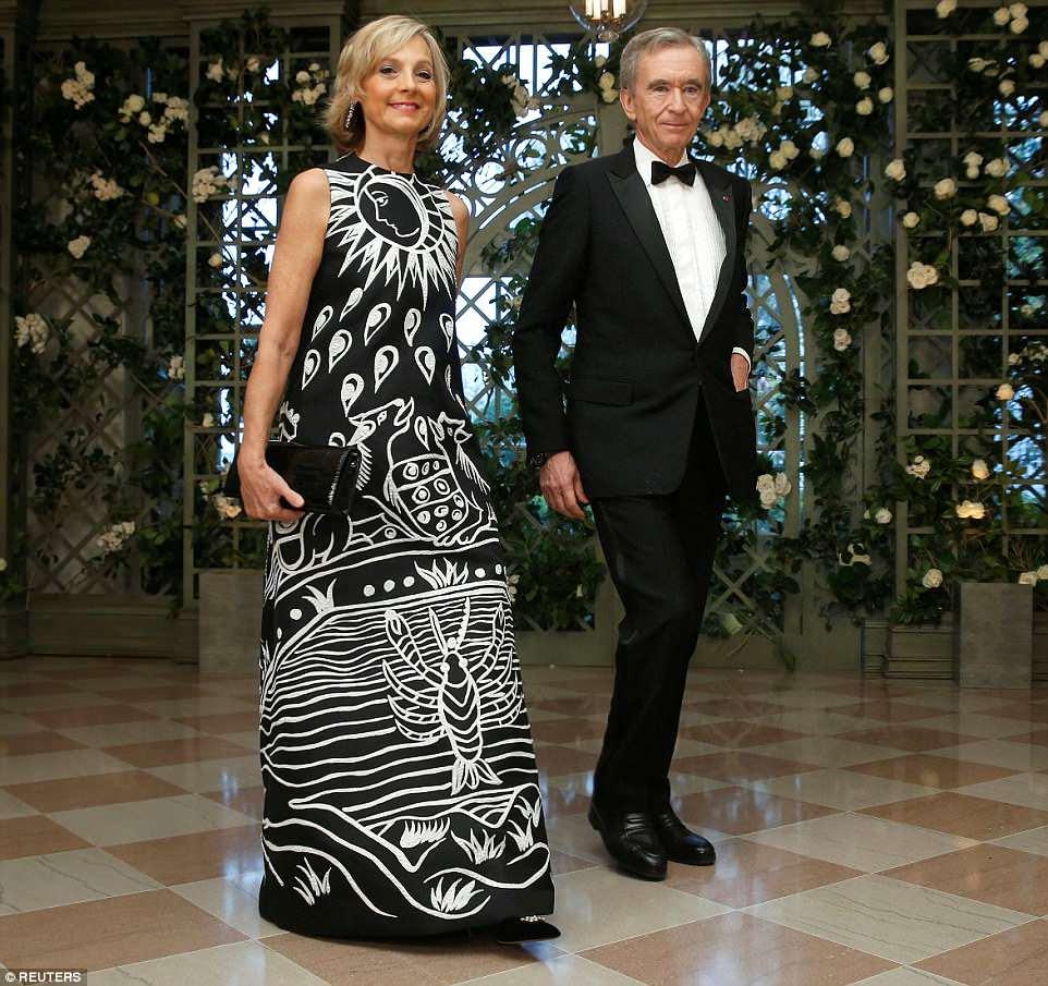 Diretor executivo da LVMH Bernard Arnault e sua esposa Helene Mercier chegam à Casa Branca