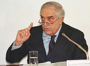 O ex-juiz Nicolau dos Santos Neto durante depoimento no Senado em 1999