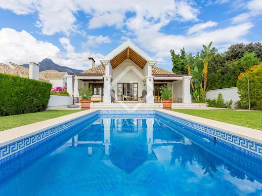 Gorgeous 6-bedroom luxury villa for sale in Marbella's Golden Mile.