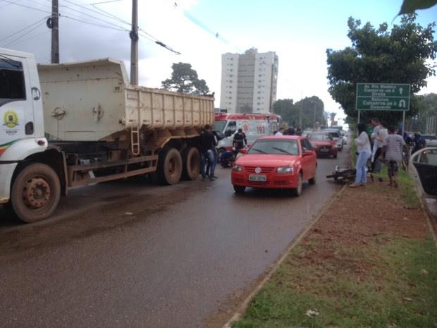 Acidente foi registrado na Avenida Migrantes, zona norte de Porto Velho (Foto: Ísis Capistrano/ G1)