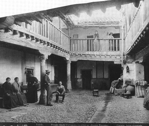 Patio de la Posada de la Sangre hacia 1885. Fotografía Rafael Garzón. The Hispanic Society of America