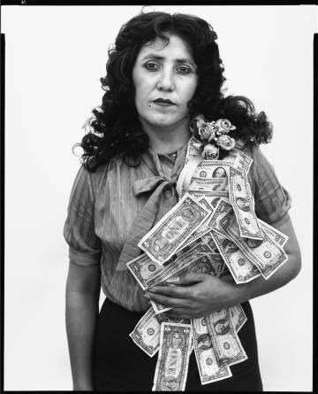 Petra Alvarado, empleada de un fábrica, El Paso, Texas, el día de su cumpleaños, 22 abril, 1982