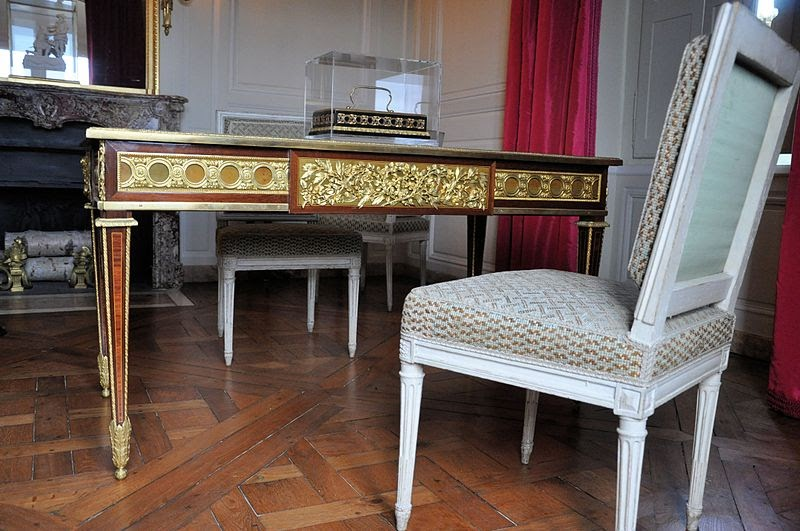 this is versailles petit trianon louis xvi 39 s cabinet. Black Bedroom Furniture Sets. Home Design Ideas