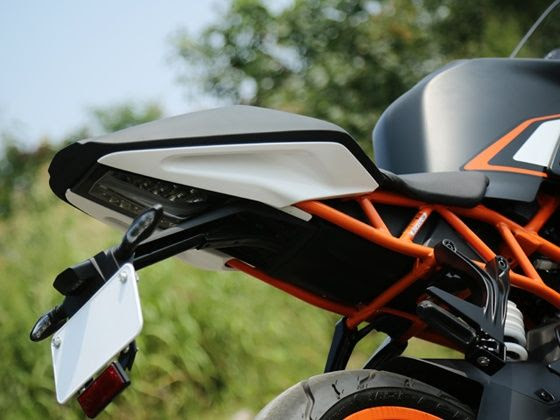KTM RC200 rear grab handles