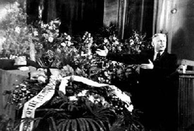Согласно версии, обнародованной для общественности, Михоэлс погиб во время командировки в Минск - случайно сбит грузовиком и умер. Ему были устроены государственные похороны и выпущены сборники его памяти.