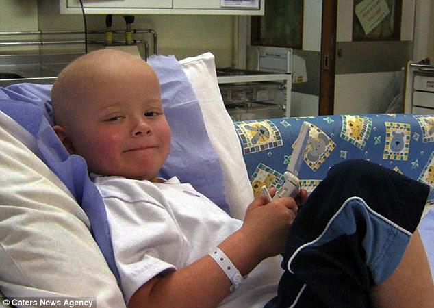 Μπίλι, εικονίζεται εδώ στο νοσοκομείο, ήταν μόλις τριών ετών όταν αναγκάστηκε να υποβληθεί σε θεραπεία