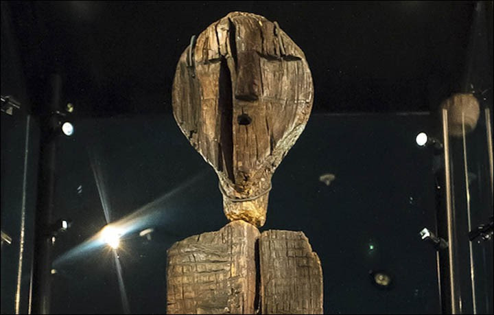 Ídolo de Shingir contém inscrições em uma linguagem perdida (Foto: Reprodução | Siberian Times)