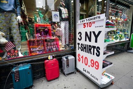 Unlike dining, outdoor shopping in New York City falls flat.