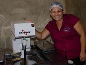 Kaline de Castro apostou em sabores exóticos como diferencial do negócio (Foto: Eduardo Mendonça/Sebrae)