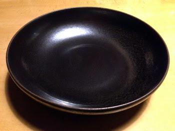 黒い陶器のお皿