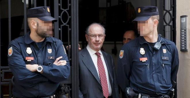Rodrigo Rato, a la salida de su despacho tras el registro realizado por Hacienda en abril de 2015. REUTERS/Andrea Comas