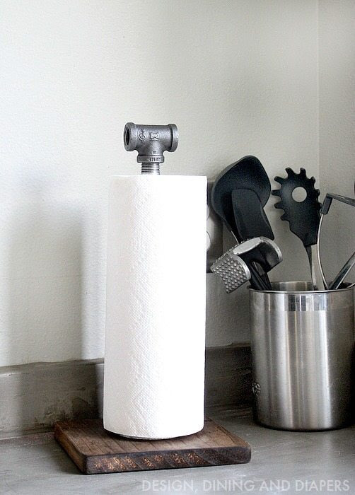 DIY Industrial Paper Towel Holder! Made from wood and plumbing pipes.