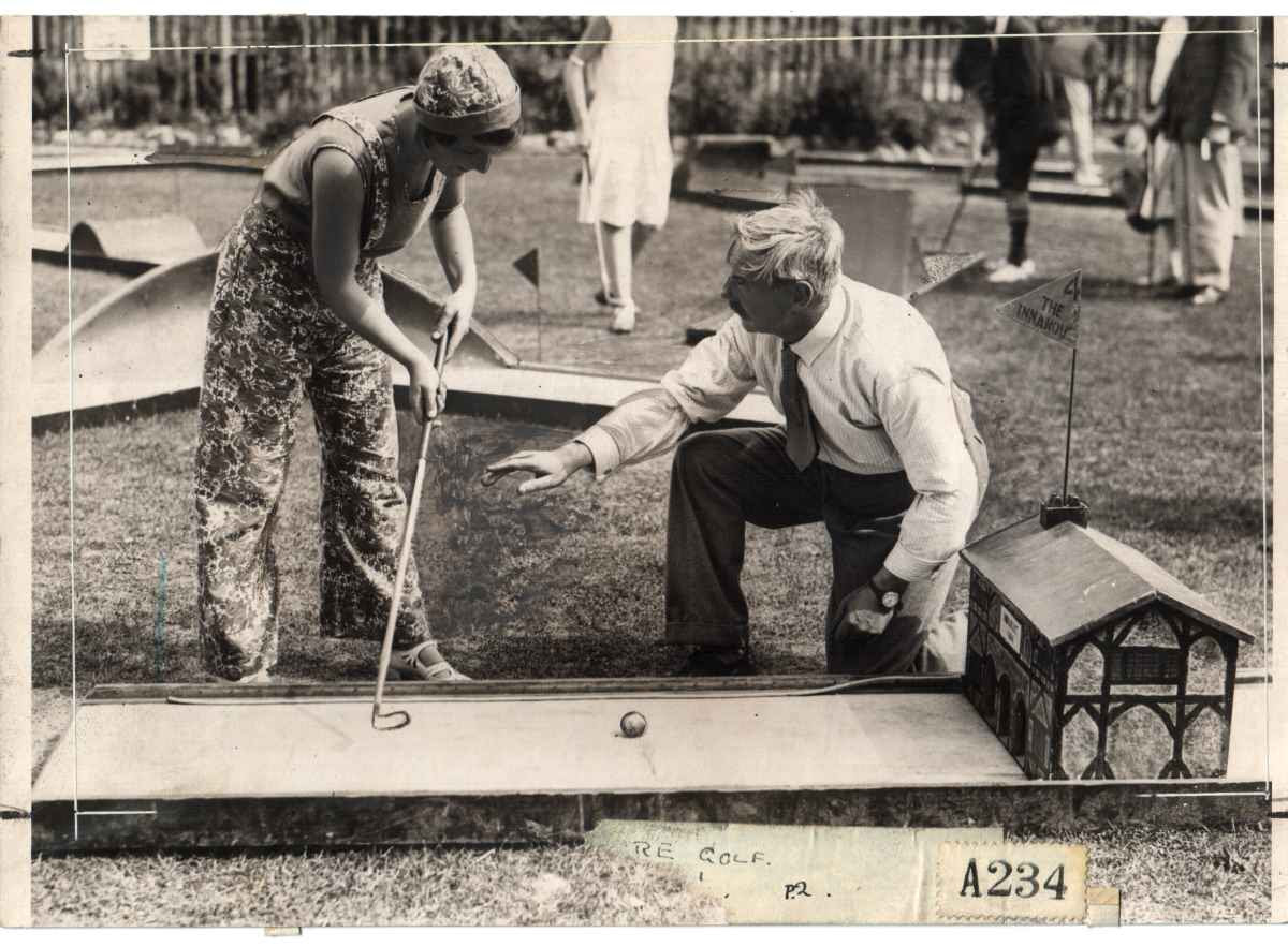 http://www.crazygolfmuseum.info/images/history/herne%20bay%201930s.jpg