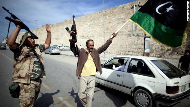 Comemorando nas ruas na Líbia
