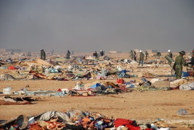 As forças militares de Marrocos atacaram o Acampamento Gdeim Izik, onde se encontravam cerca de 20 mil pessoas e que constituía o maior protesto saharauí nos 35 anos de ocupação marroquina. Foto LUSA/EPA/HANDOUT.