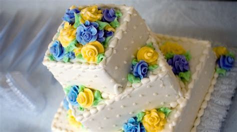 How to freeze wedding cake so it's just as gorgeous a year