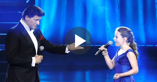 A Young Girl Show Her talent to a Famous Singer,Her Incredible Voice Blows His Mind!