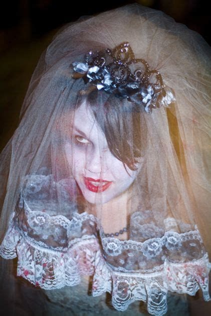 How To: Make a Zombie Bridal Veil from Brookelynn Morris