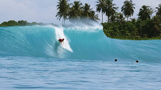 Surfing Mentawai Leftovers with the Moniz brothers.