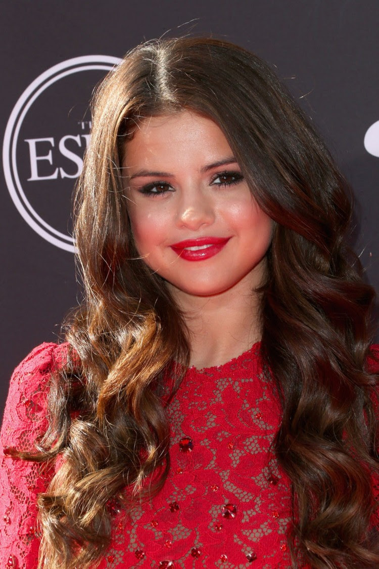 Selena-Gomez- at-2013-ESPY-Awards-in-Los-Angeles-Pictures-Image-7
