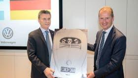 Macri visitó las sedes de VW y Mercedes Benz en Alemania