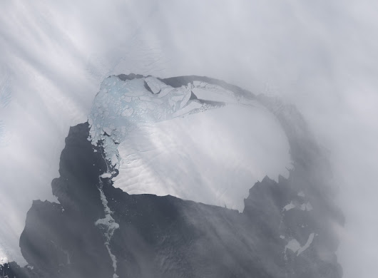 Iceberg the size of Singapore breaks from Antarctica to roam the ocean
