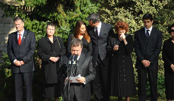 what to wear to a funeral or cremation