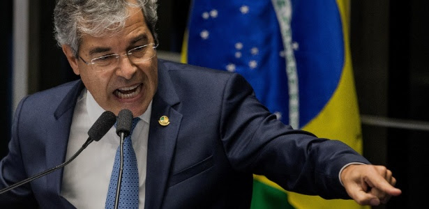 O senador Jorge Viana (PT-AC) assume a presidência do Senado depois do afastamento, por decisão do STF, de Renan Calheiros (PMDB-AL)