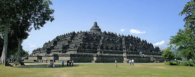File:Borobudur-Nothwest-view.jpg