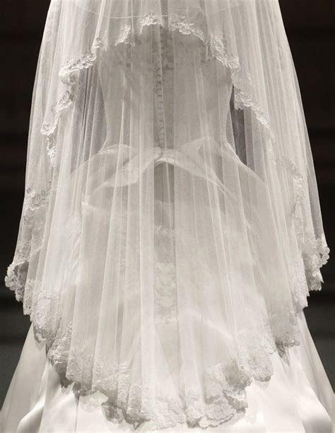 Detail of Kate Middleton?s Wedding dress by Sarah Burton