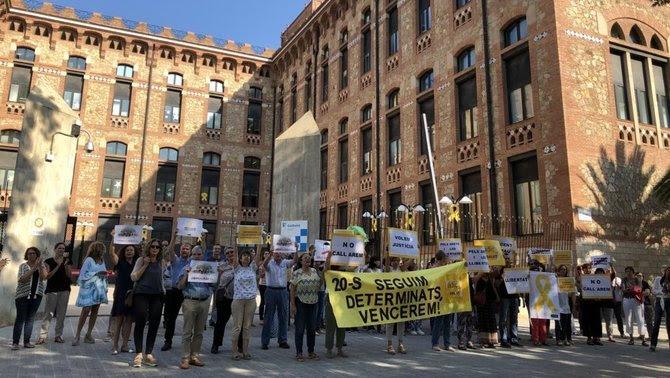 Concentració davant la conselleria de Salut, aquest dijous a Barcelona (ADIC)