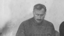 Шәех Нәҗметдин (уртада) Төмән өлкәсе Түбән Тәүде районы Икенче Казанлы авылы мәчетендә, 1994
