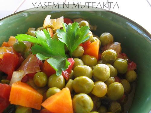 Zeytinyağlı Taze Bezelye by Yasemin Mutfakta
