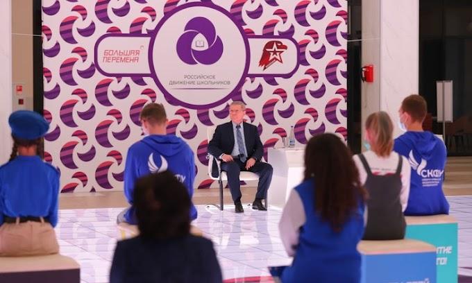 Полпред президента в СКФО Юрий Чайка встретился с лидерами конкурса «Большая перемена»