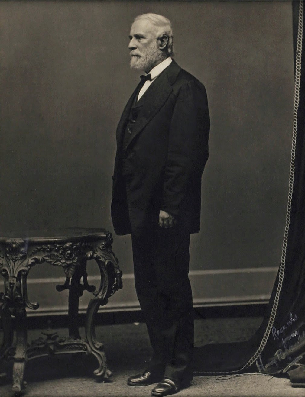 http://wandlspectator.files.wordpress.com/2014/05/robert_e_lee_standing.jpg