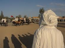 A galop, cridant i disparar. Nor-Est Marroc