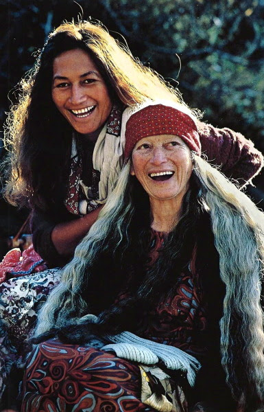 Maori grandmother and granddaughter near Reporua, New Zealand National Geographic | October 1984