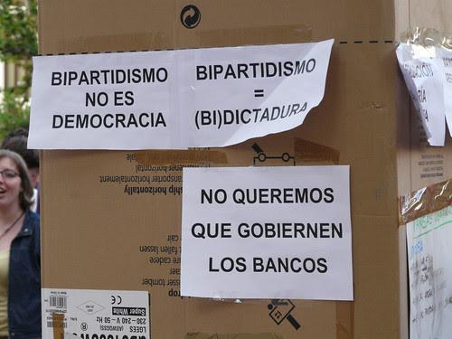 Bipartidismo no es democracia - No queremos que gobiernen los bancos - No a la Dictadura del Capital