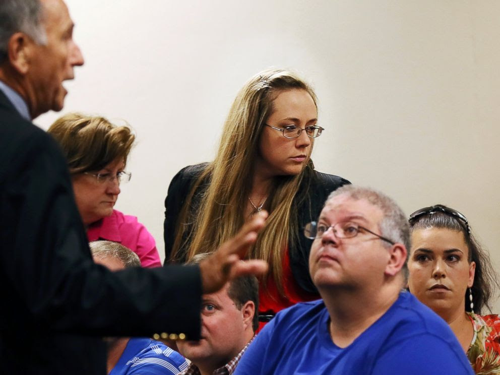 PHOTO: Leanna Harris, right, wife of Justin Ross Harris, arrives for her husbands bond hearing in Cobb County Magistrate Court, July 3, 2014, in Marietta, Ga.