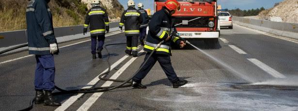 IP4 cortado após incêndio em camião