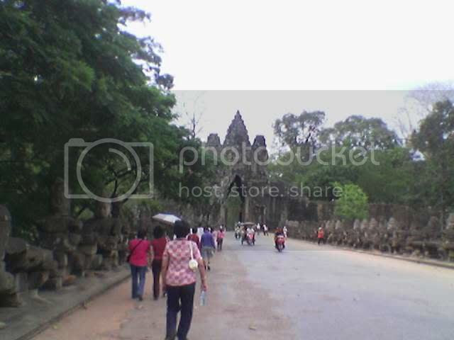 Photo taken from hp: Angkor Thom