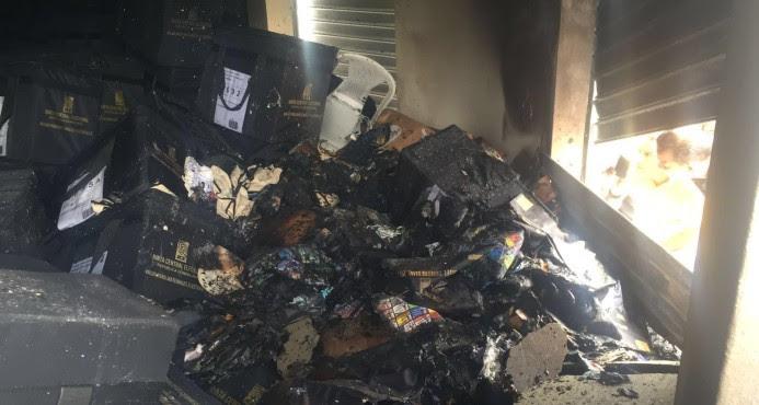 Hato Mayor: Desconocidos queman oficina Junta Municipal Electoral