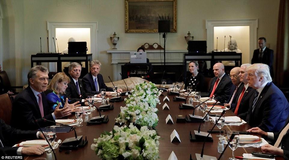 Depois que Trump e Macri se encontraram no escritório oval, sentaram-se então com suas delegações para um lunch de funcionamento