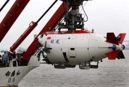 "The ""Jiaolong"" craft descended to a depth of 6,000 metres in the Mariana Trench in the western Pacific Ocean"