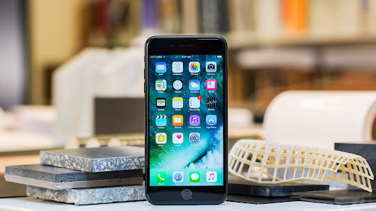 Apple sold fewer iPhones this quarter but made more per device