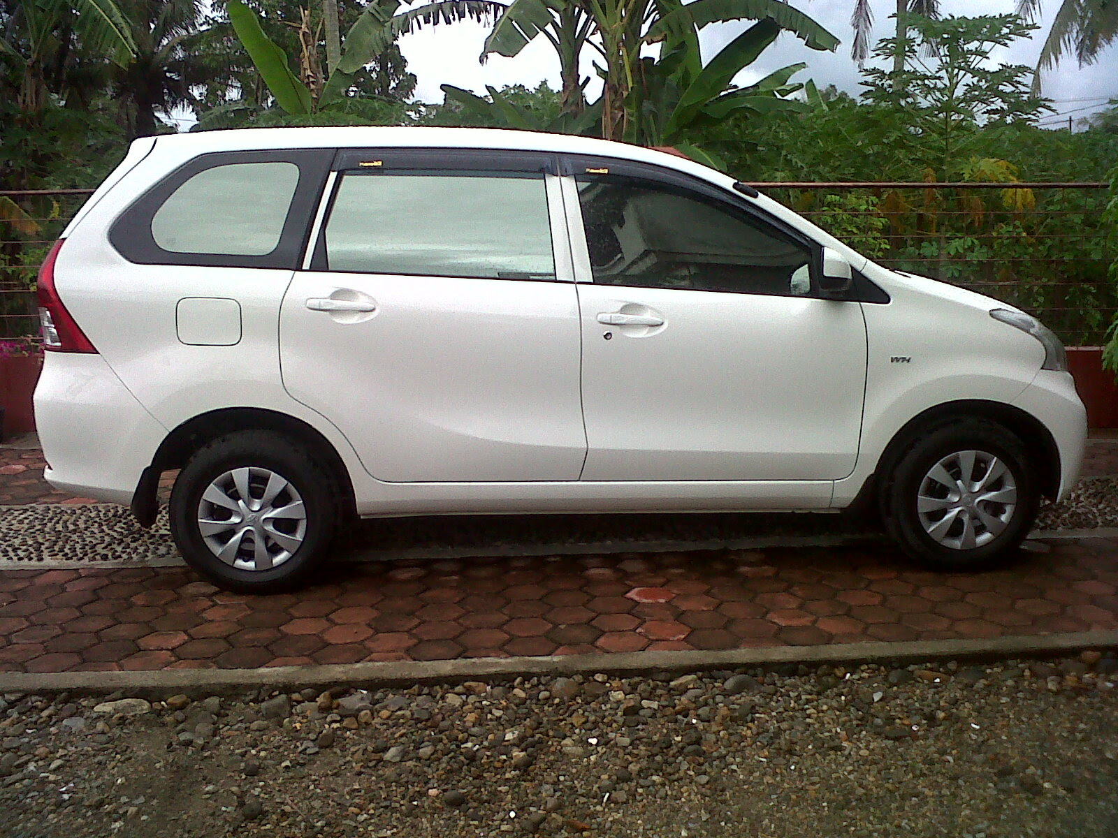 Image of an Avanza from the side of the Ottomania 86